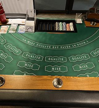 Table de jeux de casino, jeu de la bataille.